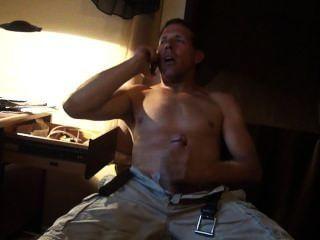 Sexo por telefone ..... meu companheiro de quarto entrou e gravou.