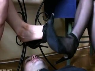 Sob pés sérvios