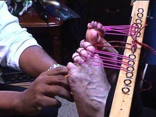 Cócegas pés grandes