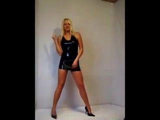Mini vestido de borracha preta