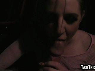 Bebê bruentte saboroso é fodido por seu motorista de táxi