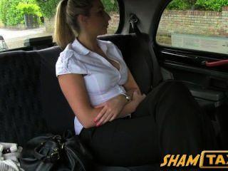 Rapariga rasgada de por motorista de táxi e tem que pagar com sua boceta!