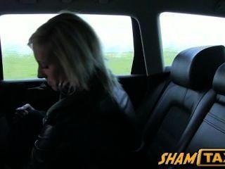 Czech loira garota scammed durante táxi e deve pagar com sexo