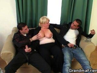 Trio orgia com vovô bêbado