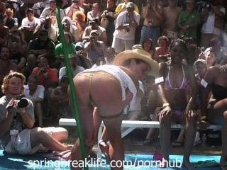 Molhado bikini booty shake