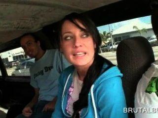 Menina morena soberba falou em ter relações sexuais no ônibus