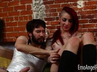 Punk sheena rosa anal fodido por um cara
