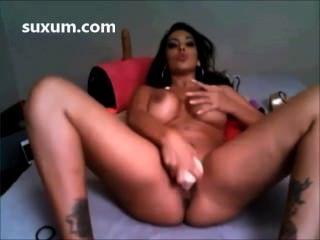 Slut brunette fucking seu bichano com um dildo big tits