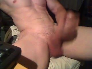 Brincando com meu pau grande 9
