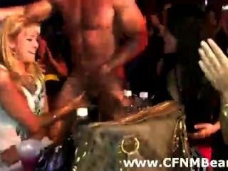 Cfnm party babes suck strippers galo em público