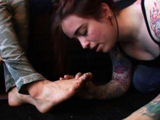 A senhora genetica tem a adoração do slave seus pés