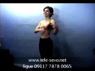 Menina morena posando topless em casting tele sexo.net 09117 7878 0065