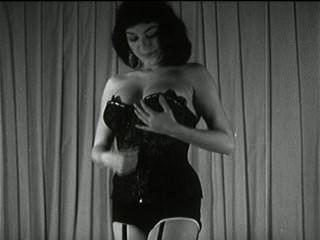 A tira triguenha do vintage amola titties preto e branco