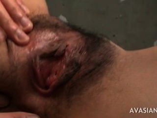 Dedos do gajo asiático adolescente peludo profundamente ao orgasmo
