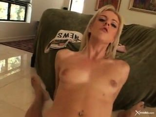 Angela squirts de pedra e tem sexo anal