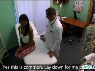 Adolescente é ferido em hospital falso