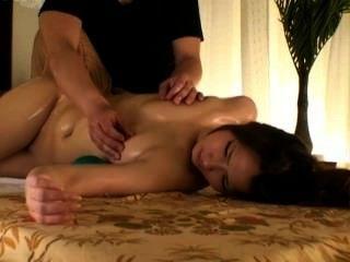Modelo de moda spycam seduzido por massagista