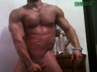 Latin bodybuilder pepino \u0026 cum mostrar