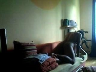 Filha de vizinhos é fodida por um policial fora de serviço