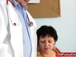 Dona de casa não-raspada eva visita gyno doc fuck hole inspection