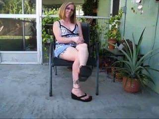 Pés sexy em chinelos