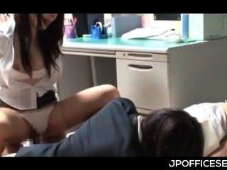 Sexo starved asiático escritório meninas humping dick gangbang no trabalho