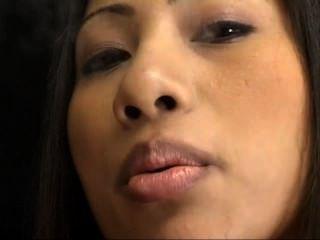 Fumar cigarro asiático quente nyomi e dildoing