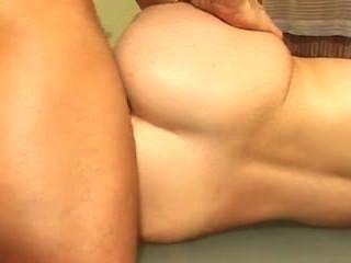 Creampie anal para um adolescente pigtailed