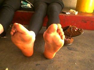 Nossos pés fedor já!