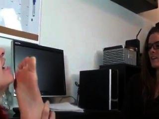 Redhead adora pés do patrão