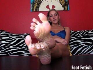 Humilhação do fetiche do pé de sua irmã quente arrepiado da etapa