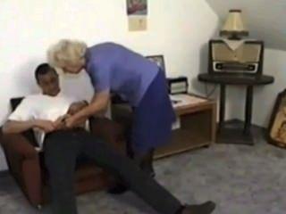 Granny pisses e come cum de menino por satyriasiss