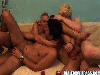Quatro hunks horny tendo algum sexo bêbado grupo