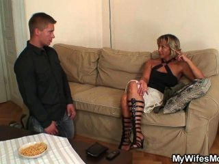 Esposa encontra-o foder sogra
