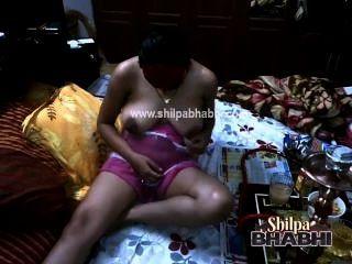 Shilpa bhabhi sheesha amante bigtits pussy licked indian sex masturbation