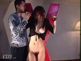 Mulher japonesa submissa bonito amarrado e atormentado pelo mestre feito para cum