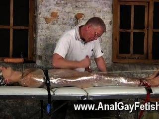Filme gay de sebastian tinha os rapazes restringir luke sobre a mesa depois