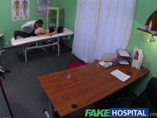 Fakehospital petite emo chick faz doutor golpe rápido
