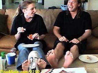 Humilhação de pés de pizza de pés fedorentos