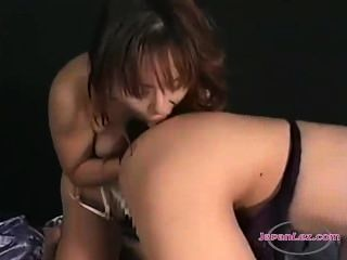 Asiático, menina, obtendo, dela, tits, pisses, lamber, outro, menina, bichano, cama