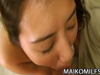 Kumiko soma peludo pussy japonês puma penetrou profundamente