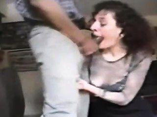A esposa suga o galo preto grande