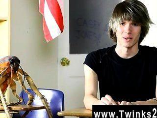 Hardcore gay young casey jones é de 18 anos de idade e fresco para a pornografia