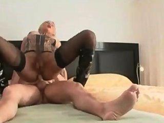 Sexy loura babe fica fodido até seu burro