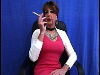 Velha tranny slut fuma