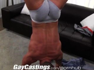 Gaycastings tatted músculo stud jerks off no cam para $