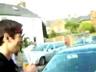 Hunk macho raia em rua pública