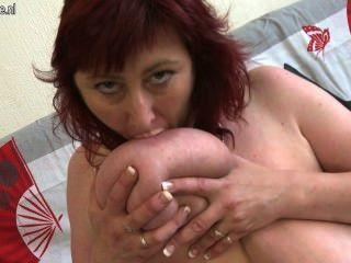 Madura ruiva com grandes mamas saggy