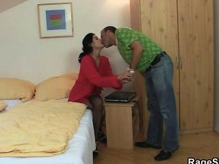 Ele descobre que ela é uma puta batota