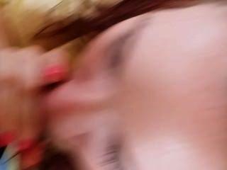 Jackie dando um blowjob